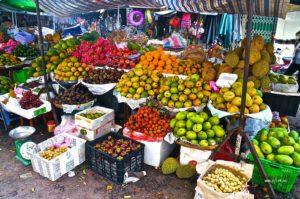фрукты на рынке в нячанге