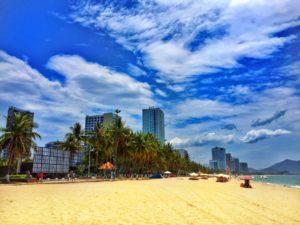 пляж нячанга в июле