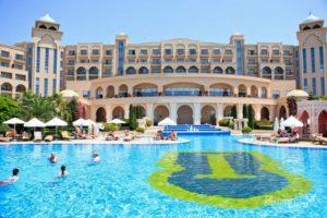 отель с бассейном в белек