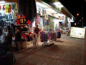 улица с магазинами в авсалларе
