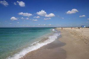 песчаный пляж мыса тарханкут