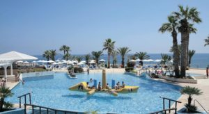 The Golden Coast Beach Hotel в протарасе