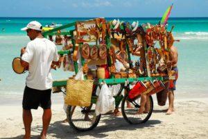 продавцы на пляже