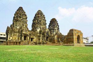 храм Пхра Пранг Сам Йод