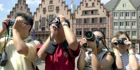 туристы в германии